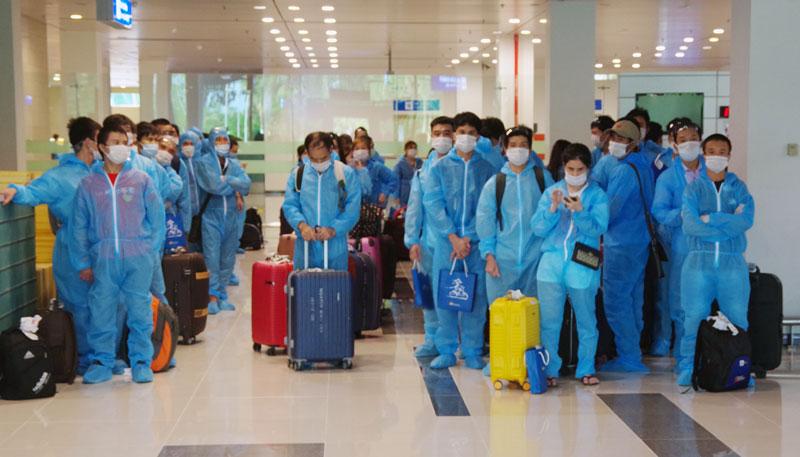 Nhận Công dân về cách ly tại sân bay Cần Thơ.