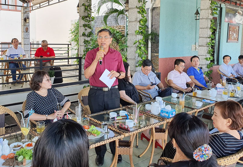 Chủ tịch UBND tỉnh chủ trì cà phê DN định kỳ.