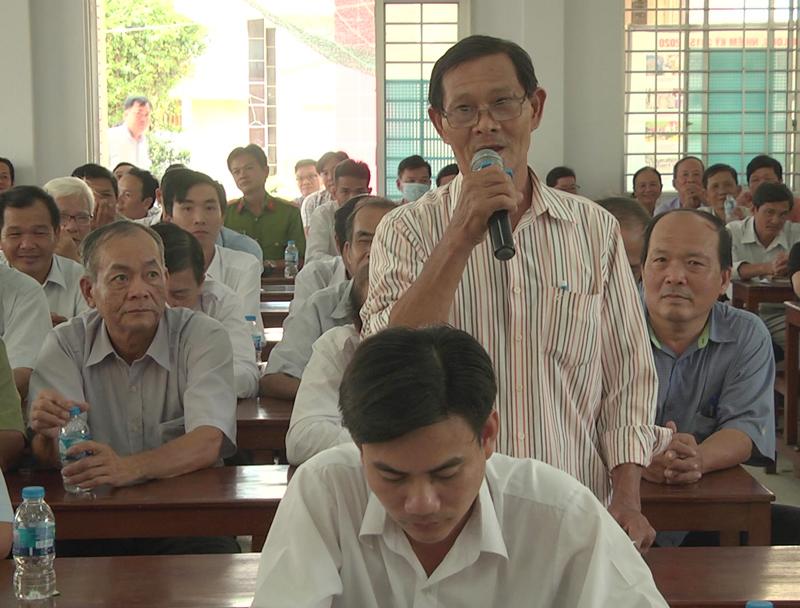 Đại biểu tham gia phát biểu tại buổi tiếp xúc.