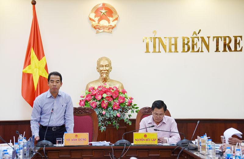 Thứ trưởng Bộ ngoại giao Tô Anh Dũng phát biểu tại buổi làm việc với tỉnh Bến Tre về công tác phòng chống thiên tai. Ảnh: Thanh Đồng
