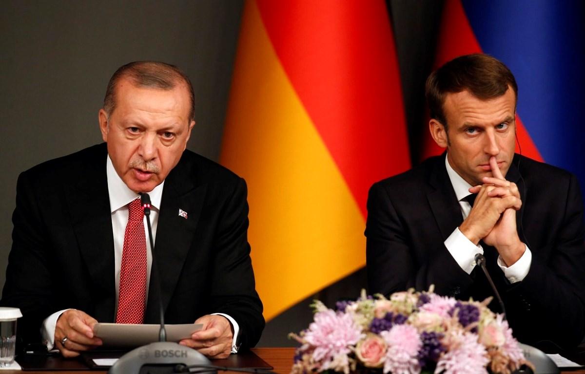 Tổng thống Pháp Emmanuel Macron và người đồng cấp Thổ Nhĩ Kỳ Recep Tayyip Erdogan. (Nguồn: AP)