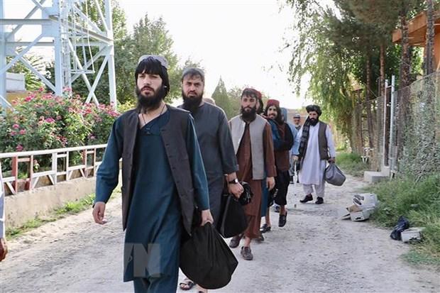 Tù nhân Taliban được trả tự do khỏi nhà tù ở Pul-e-Charkhi, ngoại ô Kabul, Afghanistan, ngày 13-8-2020. (Ảnh: AFP/TTXVN)
