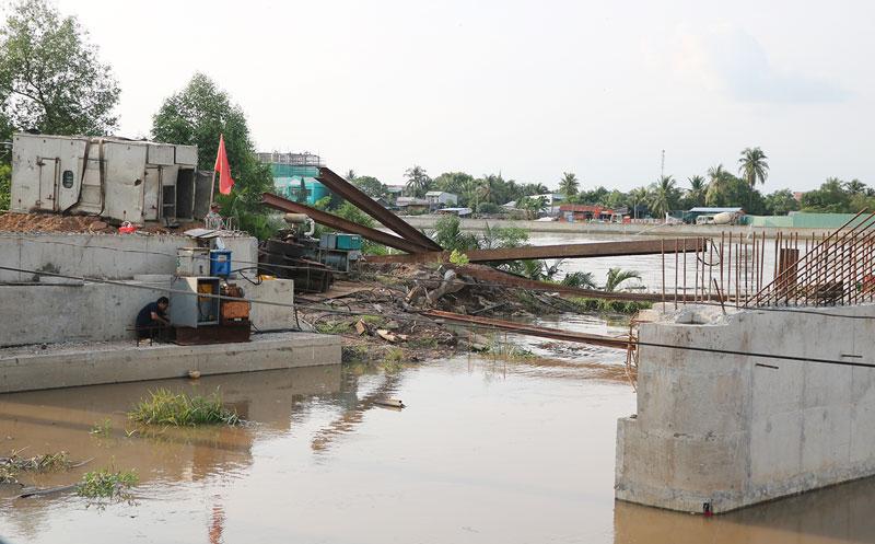 Thi công cống Rạch Vong thuộc hệ thống thủy lợi Bắc Bến Tre tại TP. Bến Tre.