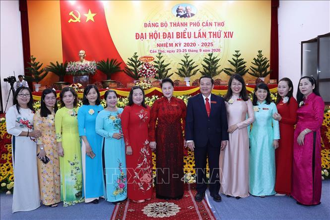 Chủ tịch Quốc hội Nguyễn Thị Kim Ngân với các đại biểu dự Đại hội. Ảnh: Trọng Đức/TTXVN