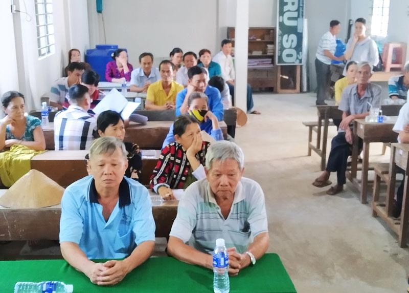 Các hộ nông dân tham dự buổi triển khai. Ảnh: Bảo Toàn