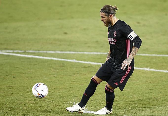 Đội trưởng Ramos ấn định tỷ số 3-2 trên chấm 11m