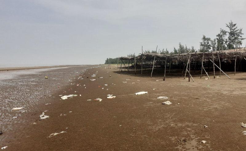 Bãi biển du lịch Thừa Đức. Ảnh: Thành Lập