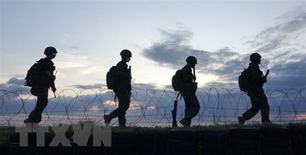 Lực lượng Hải quân Hàn Quốc tuần tra trên đảo Yeonpyeong ngày 25-9-2020. (Ảnh: Yonhap/TTXVN)