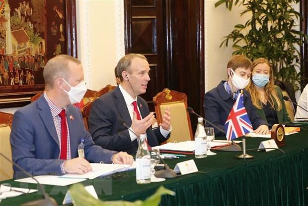 Bộ trưởng Ngoại giao và Phát triển, Bộ trưởng Thứ nhất Liên hiệp Vương quốc Anh và Bắc Ireland Dominic Raab tại buổi hội đàm. Ảnh: Doãn Tấn/TTXVN