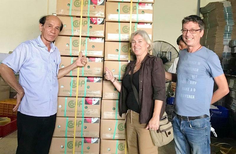 Đóng gói xuất khẩu bưởi da xanh của Hợp tác xã nông nghiệp bưởi da xanh Bến Tre. Ảnh: Nga Vced