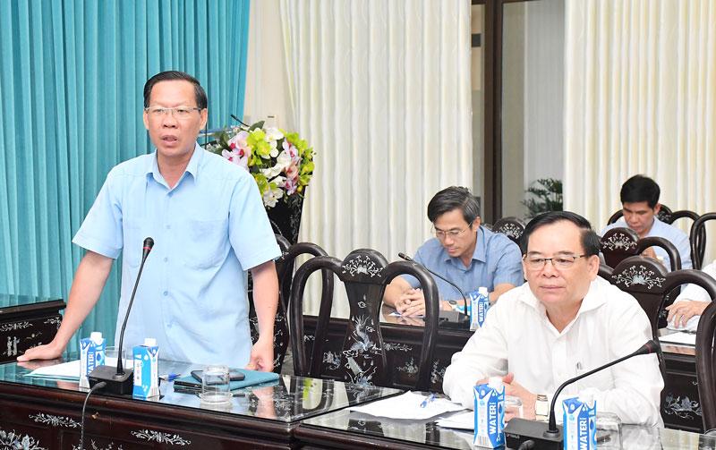 Trao đổi của Bí thư Tỉnh ủy Phan Văn Mãi.