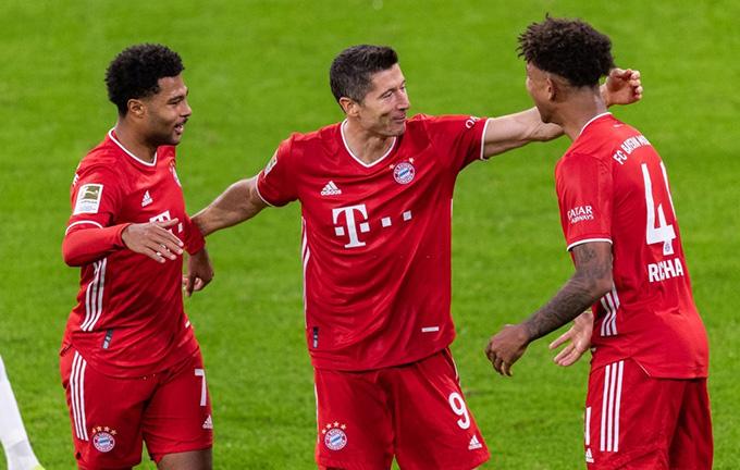 Lewandowski là người hùng của Bayern