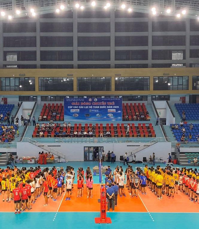 Quang cảnh lễ khai mạc giải bóng chuyền trẻ cúp các CLB năm 2020