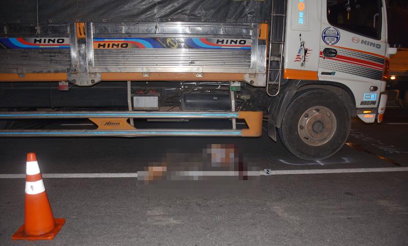 Hiện trường vụ tai nạn giao thông xảy ra lúc 18 giờ ngày 13 tháng 01 năm 2020 trên Quốc Lộ 60 thuộc ấp Phú Nhơn, thị trấn Châu Thành, huyện Châu Thành, tỉnh Bến Tre