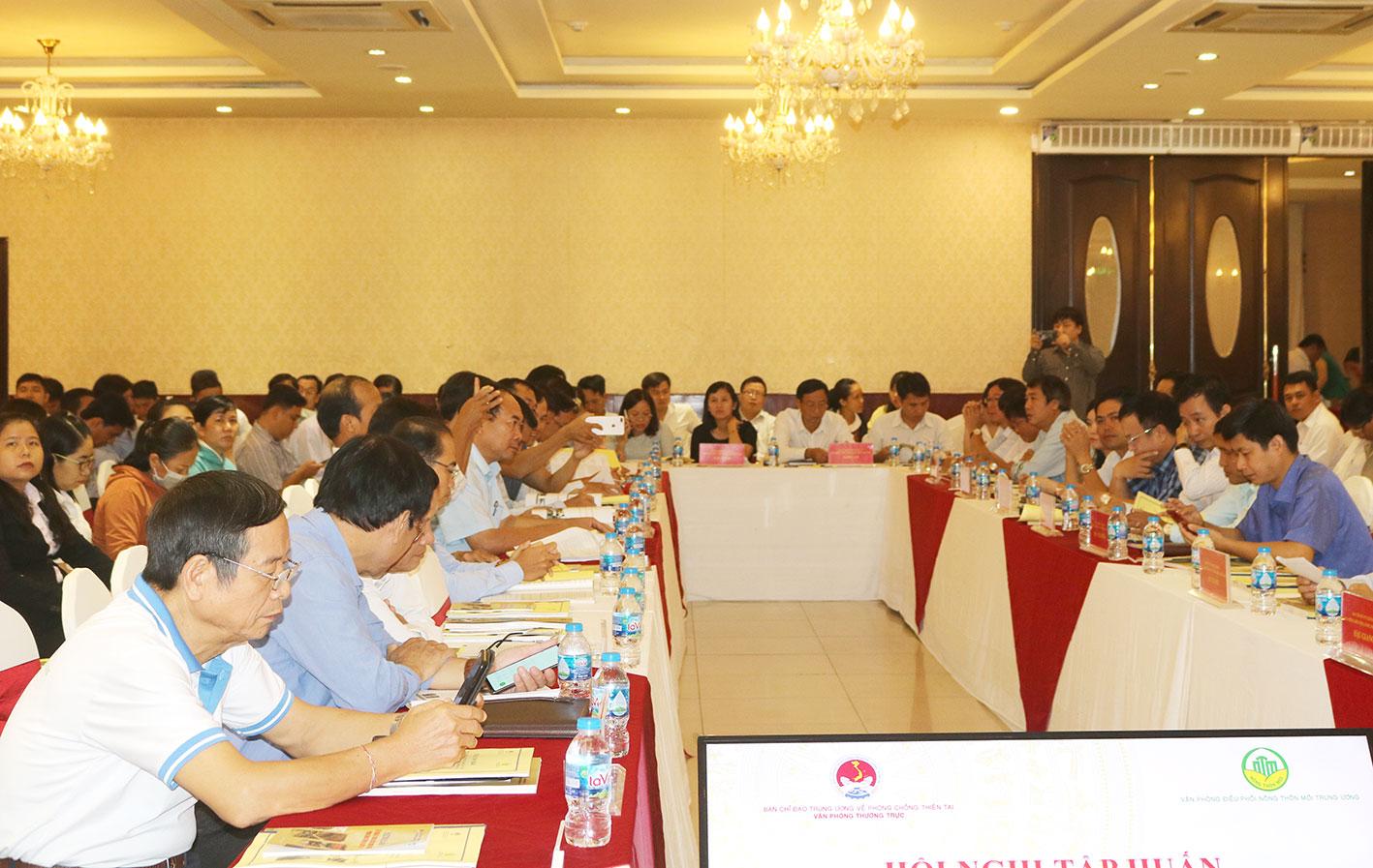 Đại biểu tham dự hội nghị tập huấn.
