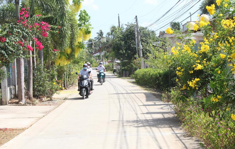 Đường nông thôn xã Bình Thành ngày càng thông thoáng, sạch đẹp.