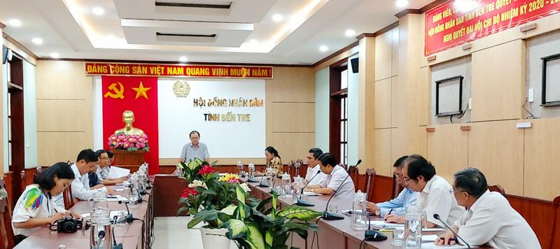 Phó chủ tịch HĐND tỉnh Huỳnh Quang Triệu phát biểu chỉ đạo tại cuộc họp.