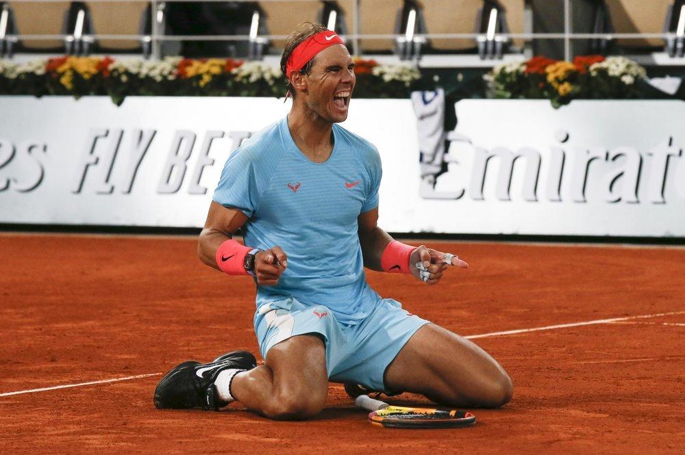 Nadal mừng chức vô địch thứ tư liên tiếp tại Roland Garros. Ảnh: AP