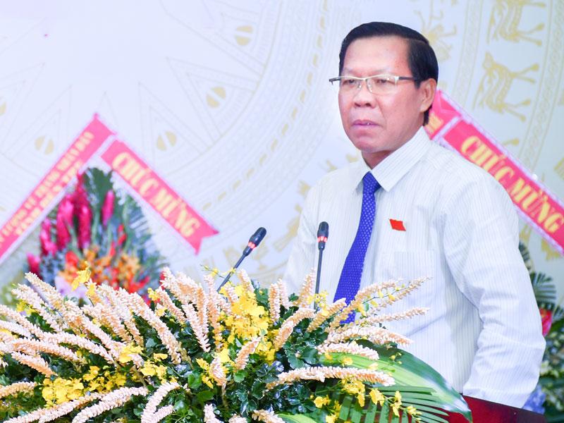 Bí thư Tỉnh ủy Phan Văn Mãi phát biểu tại phiên trù bị. Ảnh: Hữu Hiệp