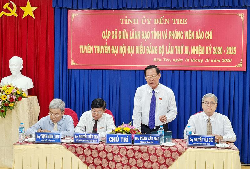Bí thư Tỉnh ủy Phan Văn Mãi phát biểu tại buổi họp mặt.