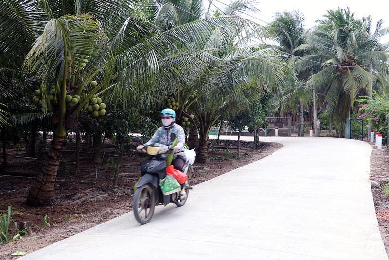 Đường Lộ Chùa, xã Phú Nhuận được hoàn thiện với nền đường rộng 5m nhờ phong trào xây dựng xã nông thôn mới nâng cao.