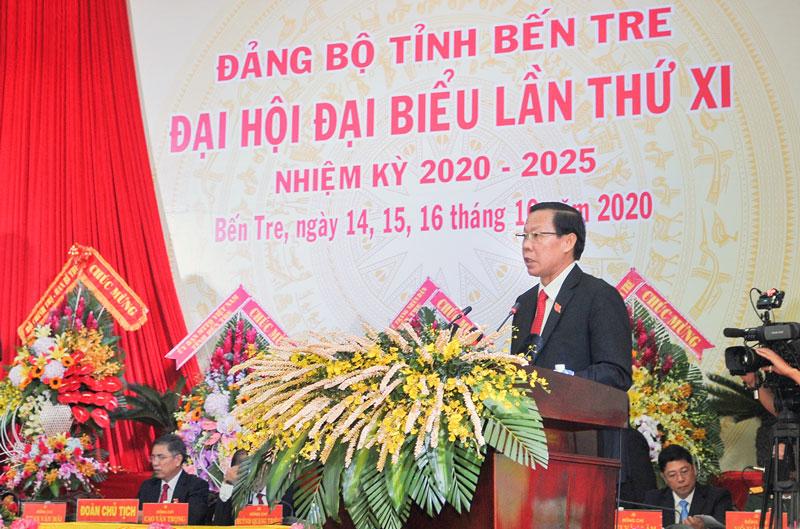 Bí thư Tỉnh ủy Phan Văn Mãi phát biểu khai mạc đại hội.