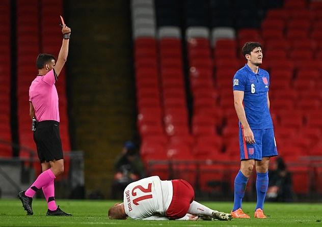 Maguire mới nhận thẻ đỏ ở trận Anh thua Đan Mạch
