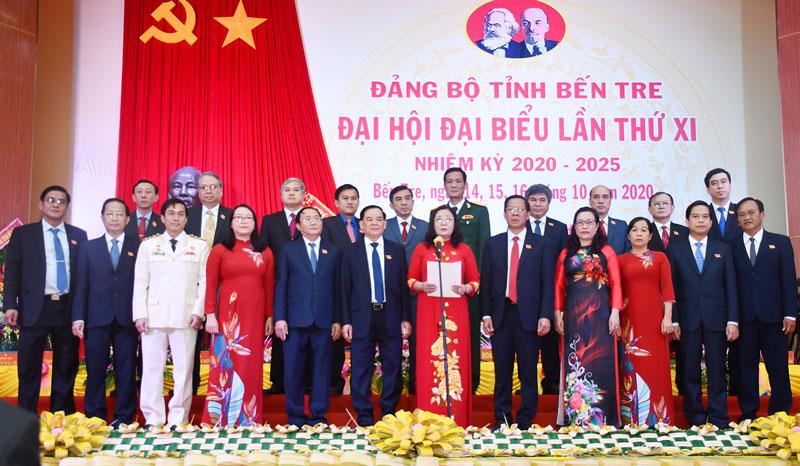 Đoàn đại biểu dự Đại  hội đại biểu toàn quốc lần thứ XIII của Đảng.