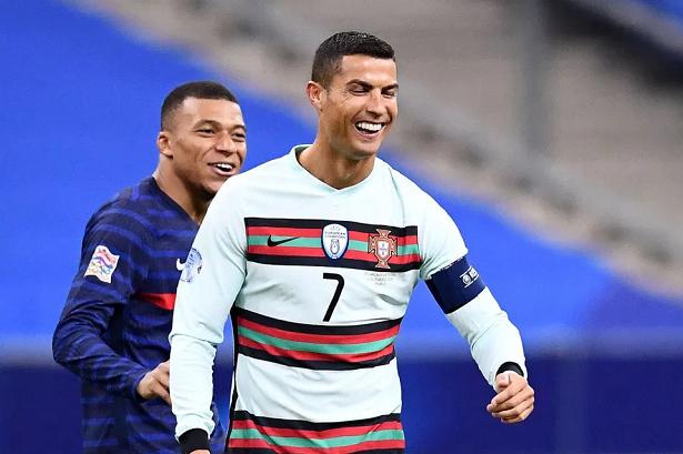 Juventus đang muốn đổi Ronaldo lấy Mbappe