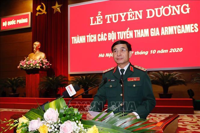 Thượng tướng Phan Văn Giang, Tổng Tham mưu trưởng, Thứ trưởng Bộ Quốc phòng tuyên dương các đội tham dự Army Games 2020. Ảnh: Dương Giang/TTXVN
