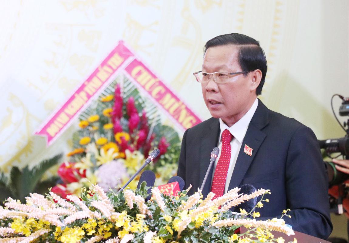 Bí thư Tỉnh ủy Phan Văn Mãi phát biểu khai mạc đại hội. Ảnh: Cẩm Trúc