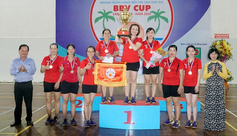 Ban tổ chức trao giải nhất ở hạng A.