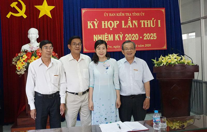 Chủ nhiệm UBKT Tỉnh ủy cùng các Phó chủ nhiệm UBKT Tỉnh ủy ra mắt UBKT Tỉnh ủy khóa XI, nhiệm kỳ 2020-2025.