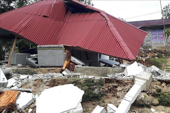 Một ngôi nhà bị đổ sập sau trận động đất ở tỉnh Maluku, miền Đông Indonesia. Ảnh tư liệu: AFP/TTXVN