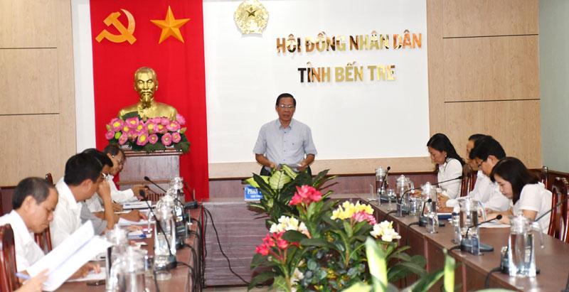 Chủ tịch HĐND tỉnh Phan Văn Mãi Phát biểu tại buổi họp.