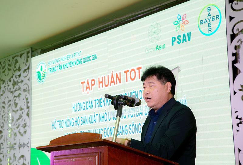 PGS.TS. Lê Quốc Thanh, Giám đốc Trung tâm Khuyến nông Quốc gia phát biểu khai mạc Khóa Tập huấn giúp người dân ứng phó hiệu quả với hạn mặn, COVID-19 và canh tác nông nghiệp an toàn, bền vững.