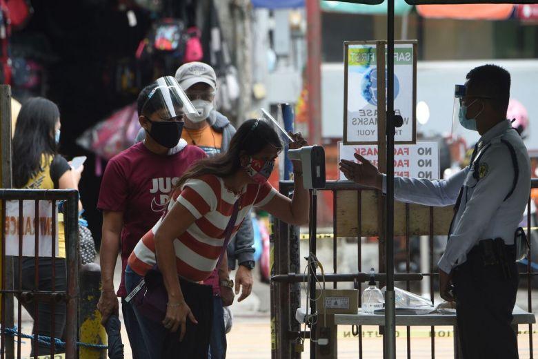 Philippines giảm giờ giới nghiêm, cho phép nhiều người tự do ra khỏi nhà hơn nhằm mở cửa thêm nền kinh tế. Ảnh: AFP