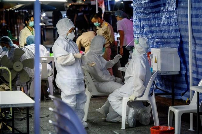 Một điểm xét nghiệm COVID-19 trên đường Khao San ở thủ đô Bangkok, Thái Lan, ngày 12-10-2020. Ảnh: AFP/TTXVN