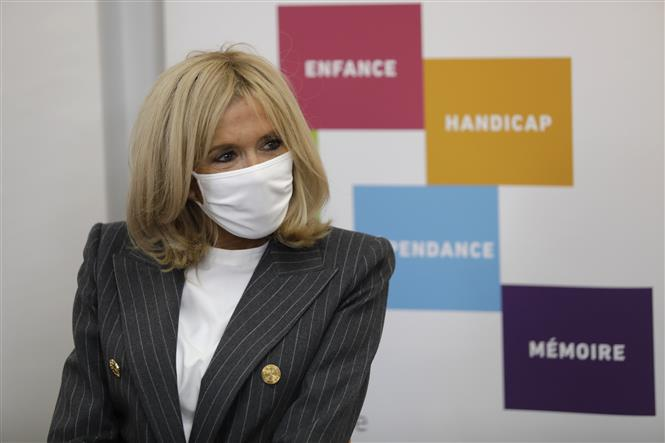 Bà Brigitte Macron, phu nhân của Tổng thống Pháp Emmanuel Macron tại Paris, Pháp, ngày 6-10-2020. Ảnh: AFP/TTXVN