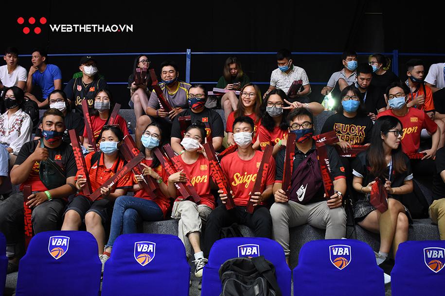 Các CĐV sẽ có thể mua vé đến sân cổ vũ đội bóng mà mình yêu thích - Ảnh: Việt Long