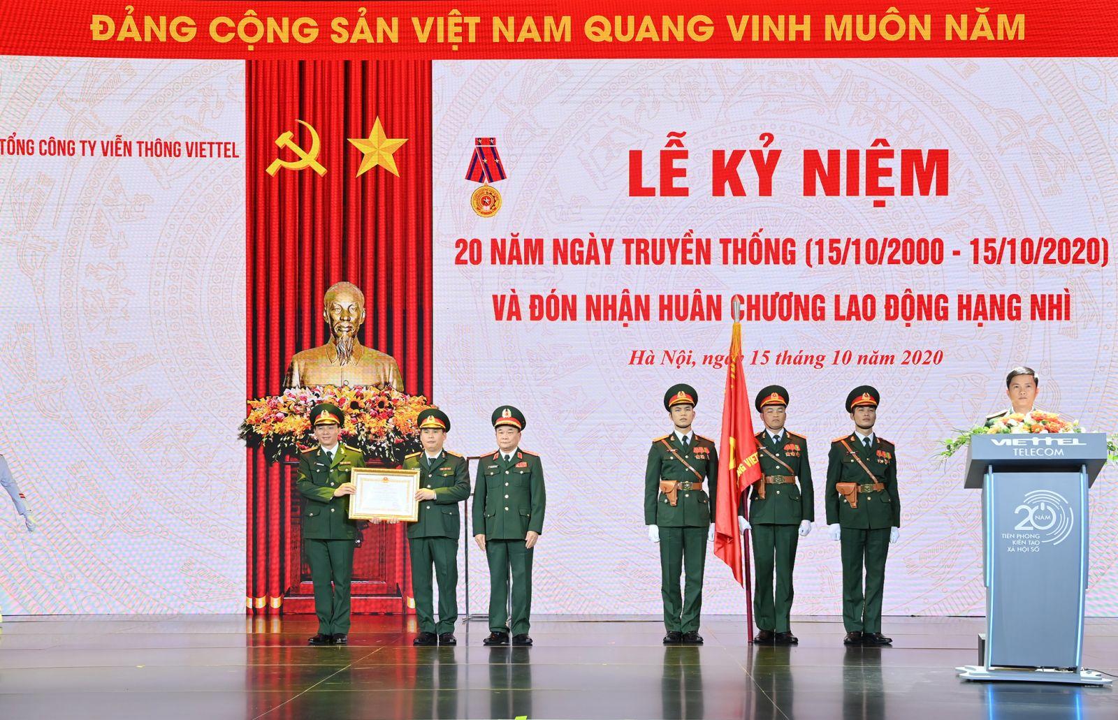 Lễ đón nhận Huân chương Lao động hạng Nhì của Tổng Công ty Viễn thông Viettel.