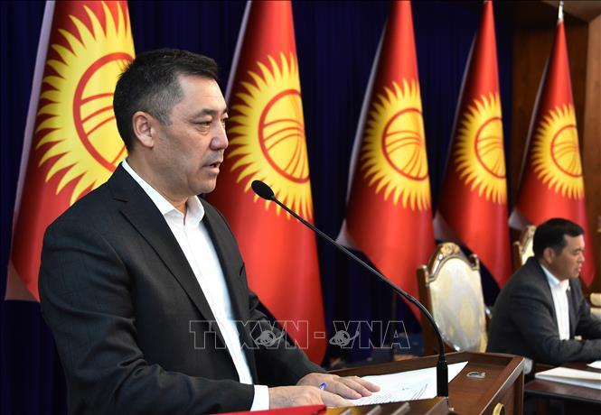 Ông Sadyr Japarov phát biểu tại phiên họp Quốc hội Kyrgyzstan ở Bishkek, ngày 10-10-2020. Ảnh: AFP/TTXVN