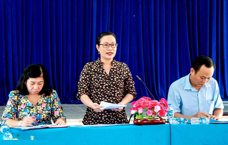 Bí thư Huyện ủy Nguyễn Trúc Hạnh phát biểu chỉ đạo.
