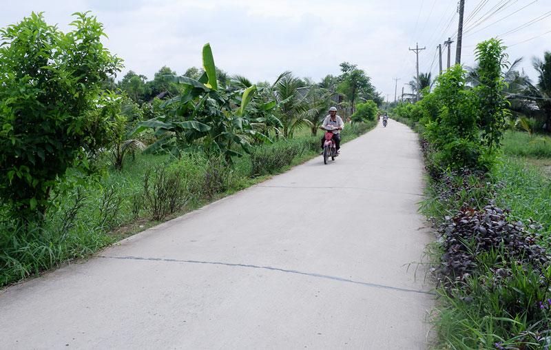 1 tuyến đường nông thôn tại xã Mỹ Hưng. Ảnh: Minh Mừng