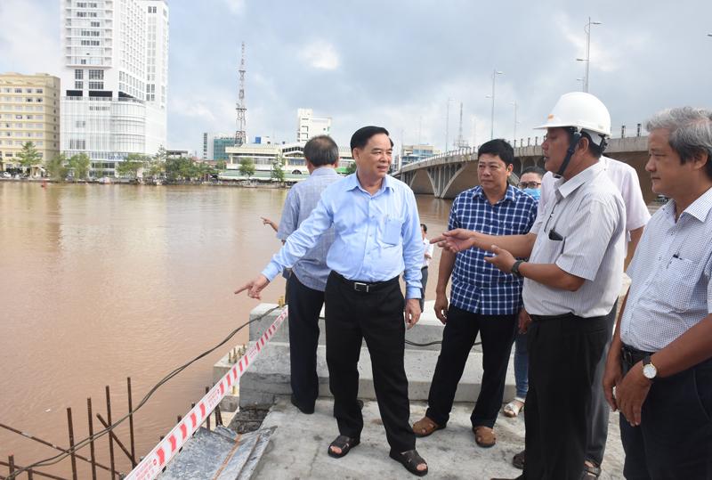 Phó bí thư tỉnh uỷ khảo sát tại cống An Thuận 1.