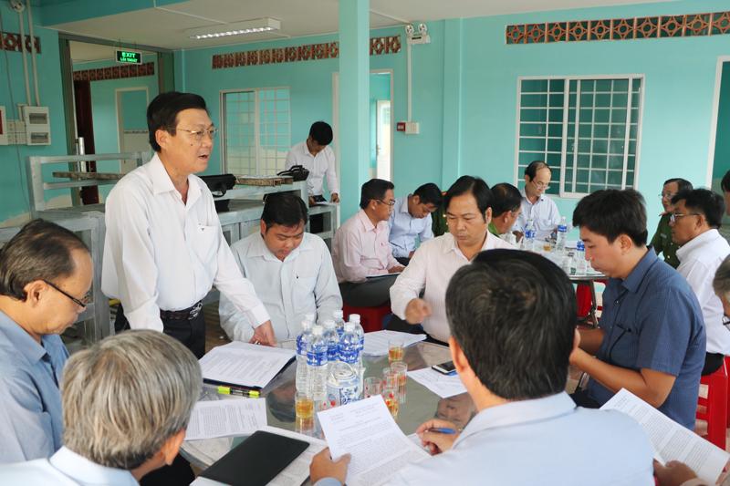 Đoàn kiểm tra làm việc tại Điểm cai nghiện ma túy tại cộng đồng huyện Bình Đại.