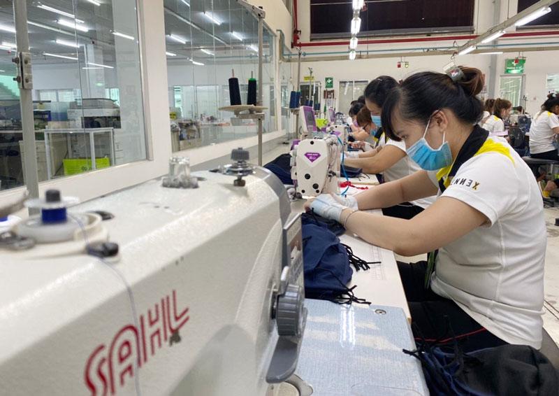 Xây dựng đội ngũ công nhân kỹ thuật lành nghề đủ mạnh để phục vụ phát triển công nghiệp. Ảnh: Hồng Hạnh