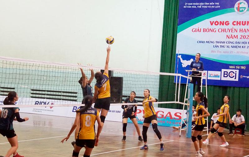 Một trận thi đấu của đội bóng chuyền nữ.