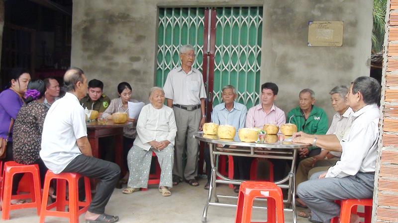 Các đại biểu dự buổi trao tặng nhà. Ảnh: Thanh Tuấn.
