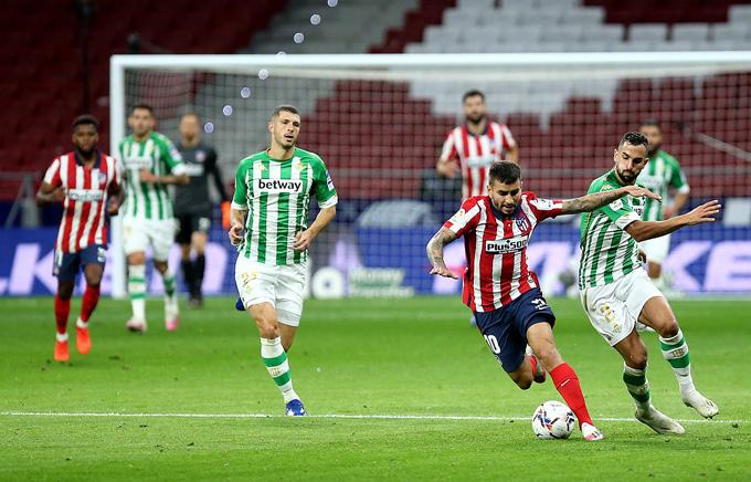 Atletico thi đấu lép vế trước Real Betis